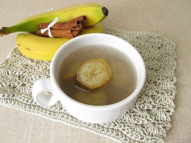 Čaj z banánových slupek můžete dochutit skořicí