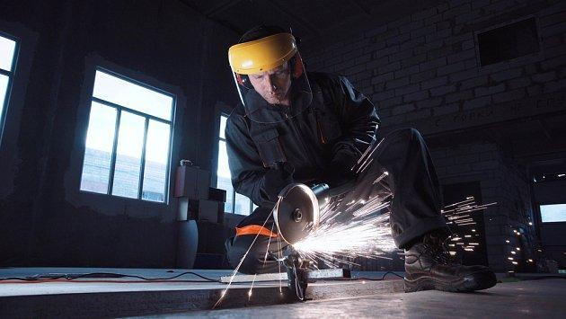 Nezapomeňte na ochranné pracovní prostředky, včetně rukavic.