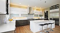 Světlé kuchyně působí prostornějším a vzdušnějším dojmem.