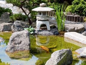 Voda by neměla chybět v žádné japonské zahradě.