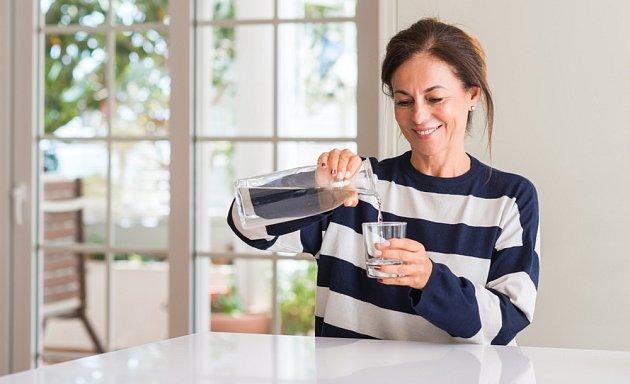 Převařená voda by měla být vychladlá na 50-70°C.