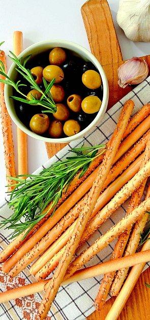 Tyčinky s olivami