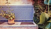 Venkovní kuchyň ve středomořském stylu