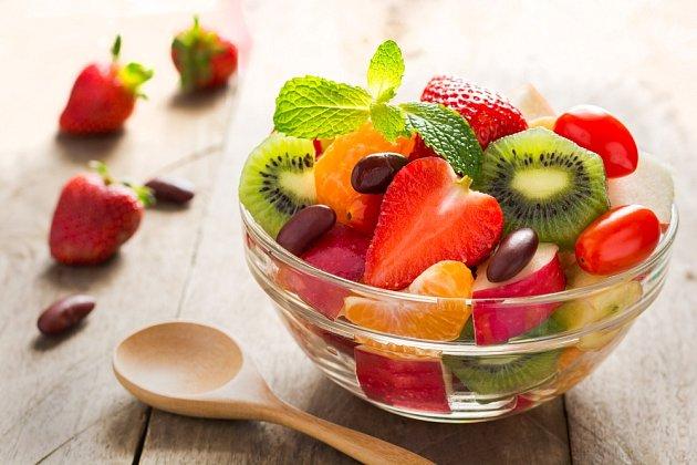 Velká miska ovoce vás na dlouho nezasytí