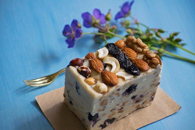 Ořechy mohou sloužit i jako náhrada dortů... například halva má velmi vysokou energetickou hodnotu