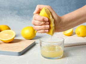 Citron můžeme vyždímat i ručně.