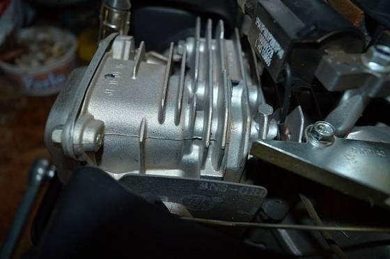 Detail očištěného válce motoru.