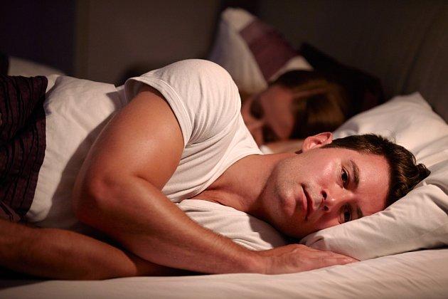 V příliš vyhřáté místnosti se špatně spí.