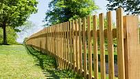 dřevený plot