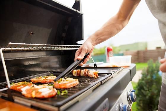 Na plynovém grilu je příprava jídla rychlá