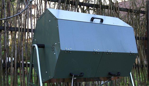 Otočný kompostér umožní horké kompostování i v průběhu zimy