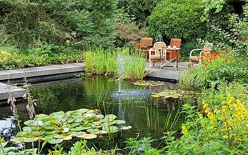 zahradní jezírko - posezení
