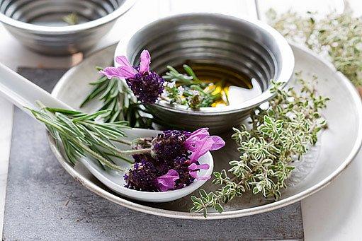 aromatické bylinky v kuchyni