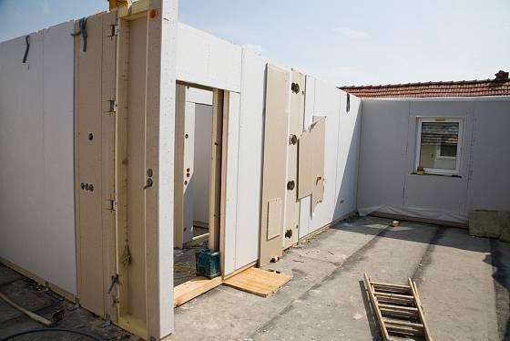 Stavební dílce už mají často předpřipravené i fasádní obklady.