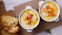 Finskou lososovou polévku lohikeitto můžeme doprovodit pečivem.