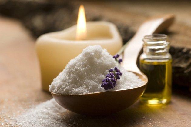 Sůl skvěle doplní bylinkovou koupel
