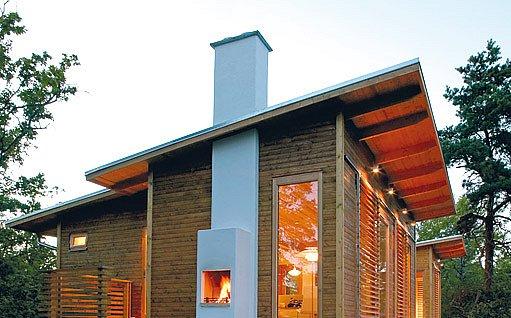 komín procházející jak vnější tak vnitřní částí domu