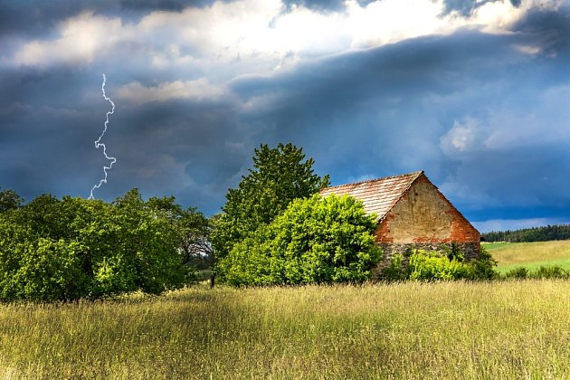 Při bouřce bychom se měli chovat opatrně.