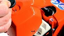 Čistý vzduchový filtr je základ péče o motor pily.