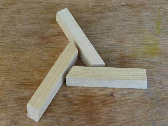 Výroba dřevěné trojnožky:  Vzpěry jsou dlouhé 16 cm