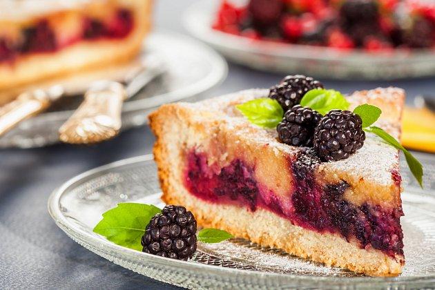 Tvarohový koláč je neuvěřitelně vláčný.