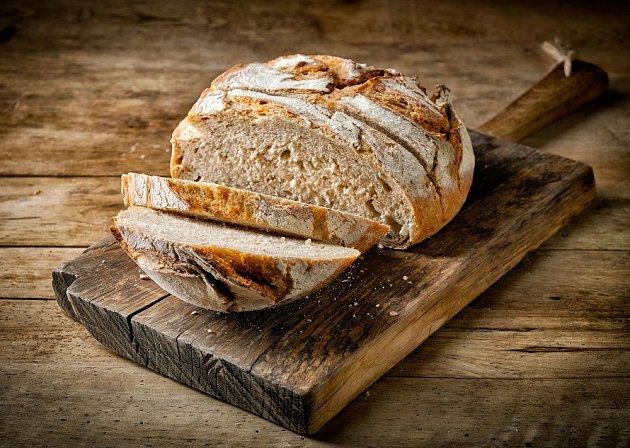 Čerstvě upečený chléb je lahůdka