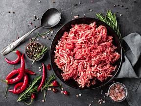 Kvalitní mleté maso stačí dokořenit jen lehce