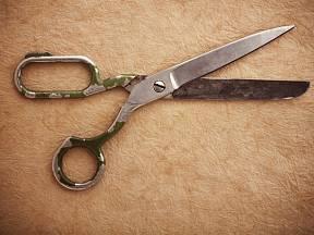Nůžky je potřeba čas od času nabrousit.