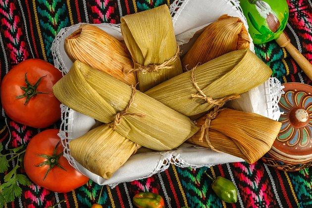 Kukuřičné slupky se používají i k zabalení jídla během tepelné úpravy.