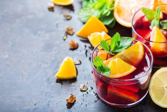 Koktejly můžete ozdobit ještě dalším čerstvým ovocem.
