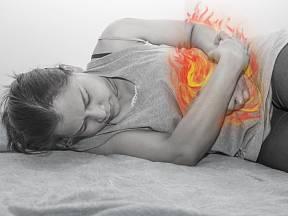 Skutečnou příčinu bolesti břicha pomůže zjistit lékařské vyšetření.
