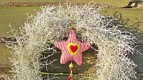 Z větviček snadno vytvoříme neobyčejný vánoční věnec