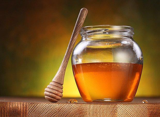 Nejlepšími materiály pro uskladnění medu jsou sklo a kamenina