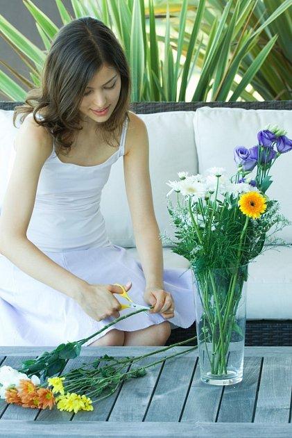 Jednotlivé stonky květin je nutné seříznout.