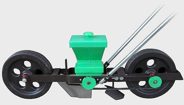 lžičkový secí stroj K2