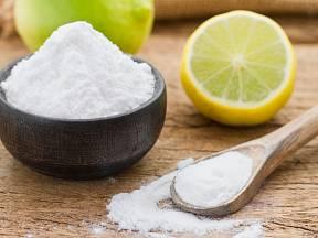 Co všechno soda kromě notoricky známé funkce kypřicího prášku dokáže?