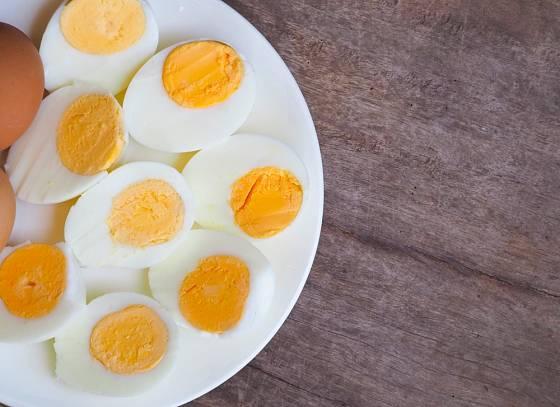 Vajíčka natvrdo se vaří nejdéle
