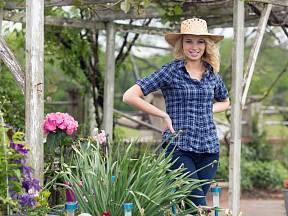 Z uschlých květin použijte maximum a ukliďte si zahradu.
