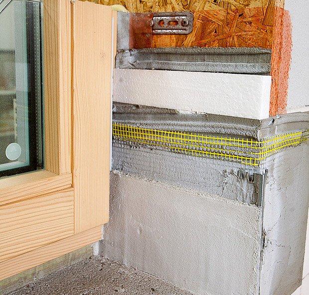 Vnitřní neprůvzdušná omítka zakrývá montážní a tepelně izolační vrstvy ostění
