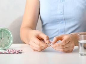 Když se rozhodneme ukončit pravidelně brát hormonální antikoncepci, naše tělo zareaguje...