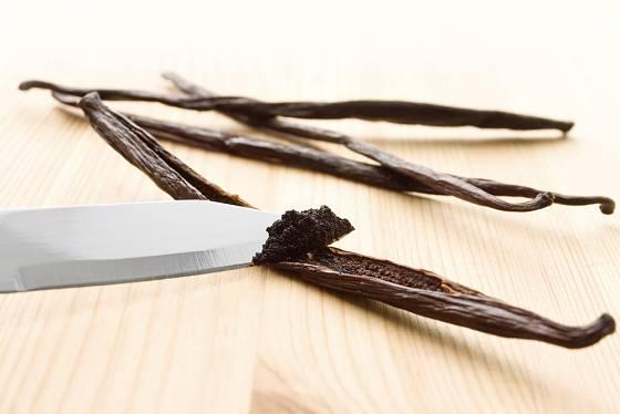 řez sušenou tobolkou vanilky