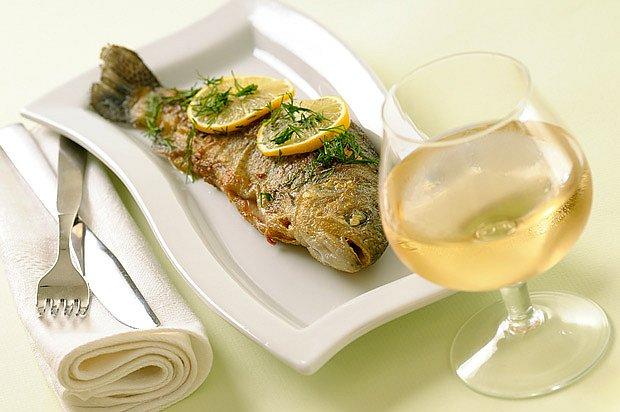 K rybám většinou podáváme bílá vína.
