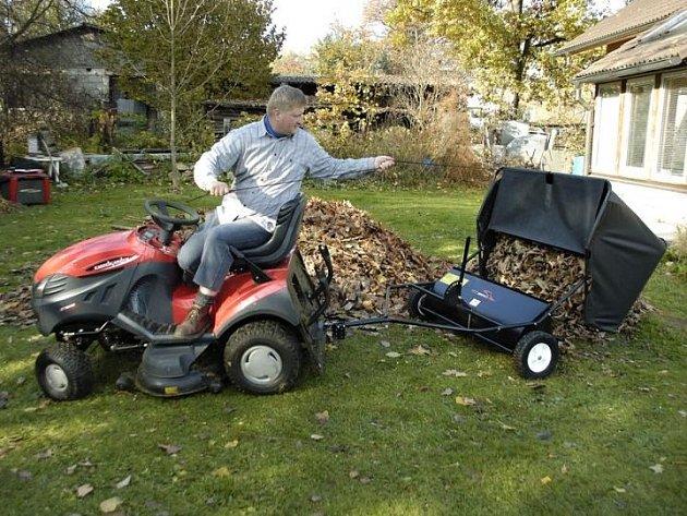 Sběrač za traktor při práci