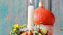 Podzimní svícen s vysokou svící