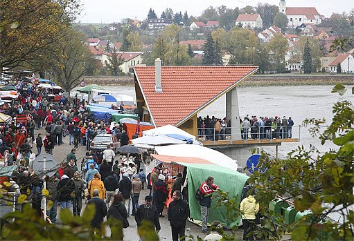 jarmark u rybníka Olšovce v Jedovnici