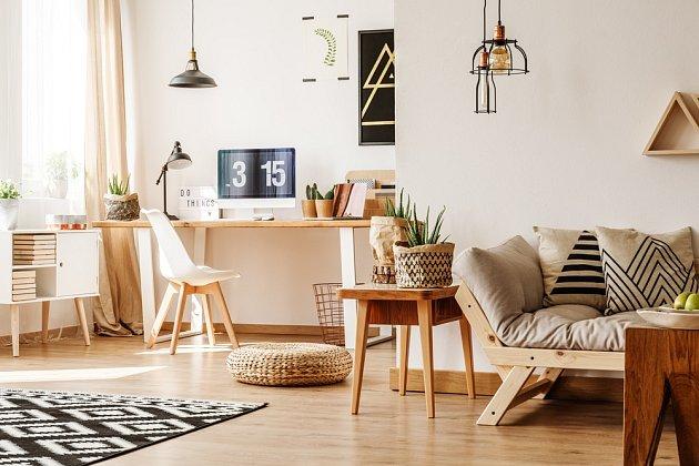Dřevěný nábytek interiéru sluší