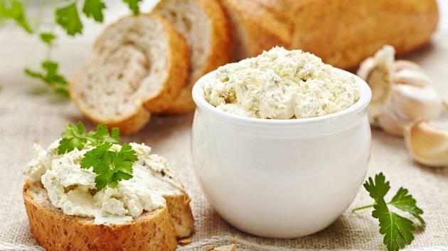 Česneková pomazánka z čerstvého měkkého sýra