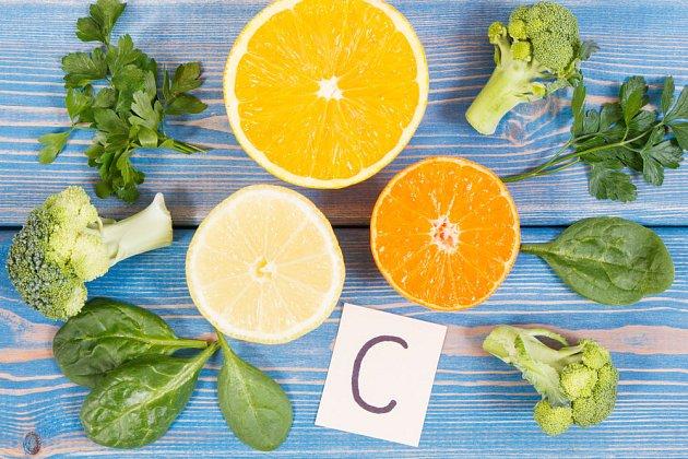 Vitamín C potřebujeme po celý rok