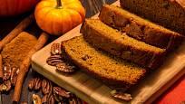 Do chlebíčku můžete přidat i mletou skořici nebo ořechy.