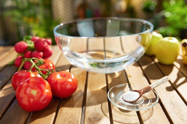 Jedlá soda je prvotřídním přírodním hnojivem a výživou rajčat i paprik.